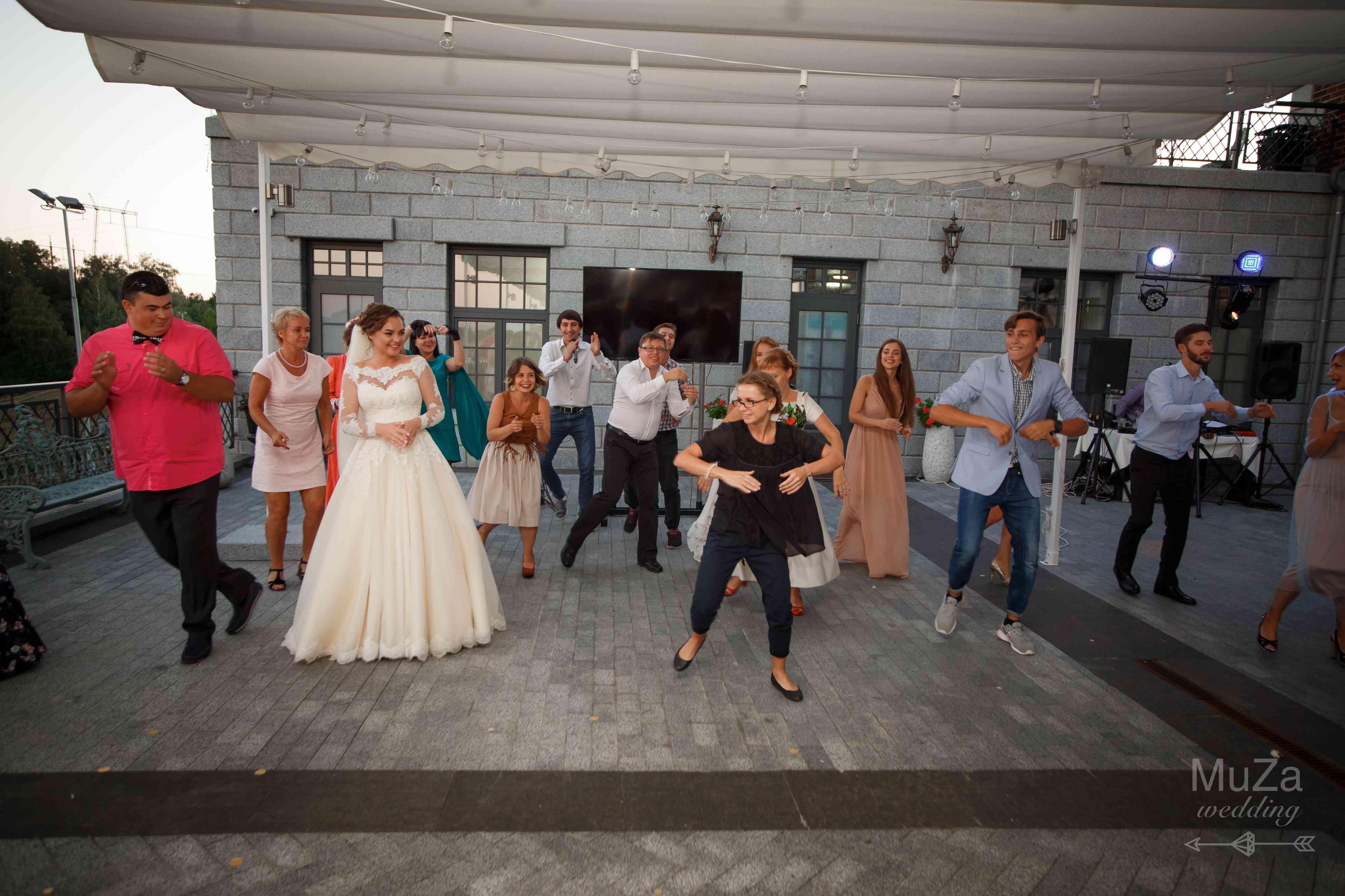 танцевальный флешмоб на свадьбе