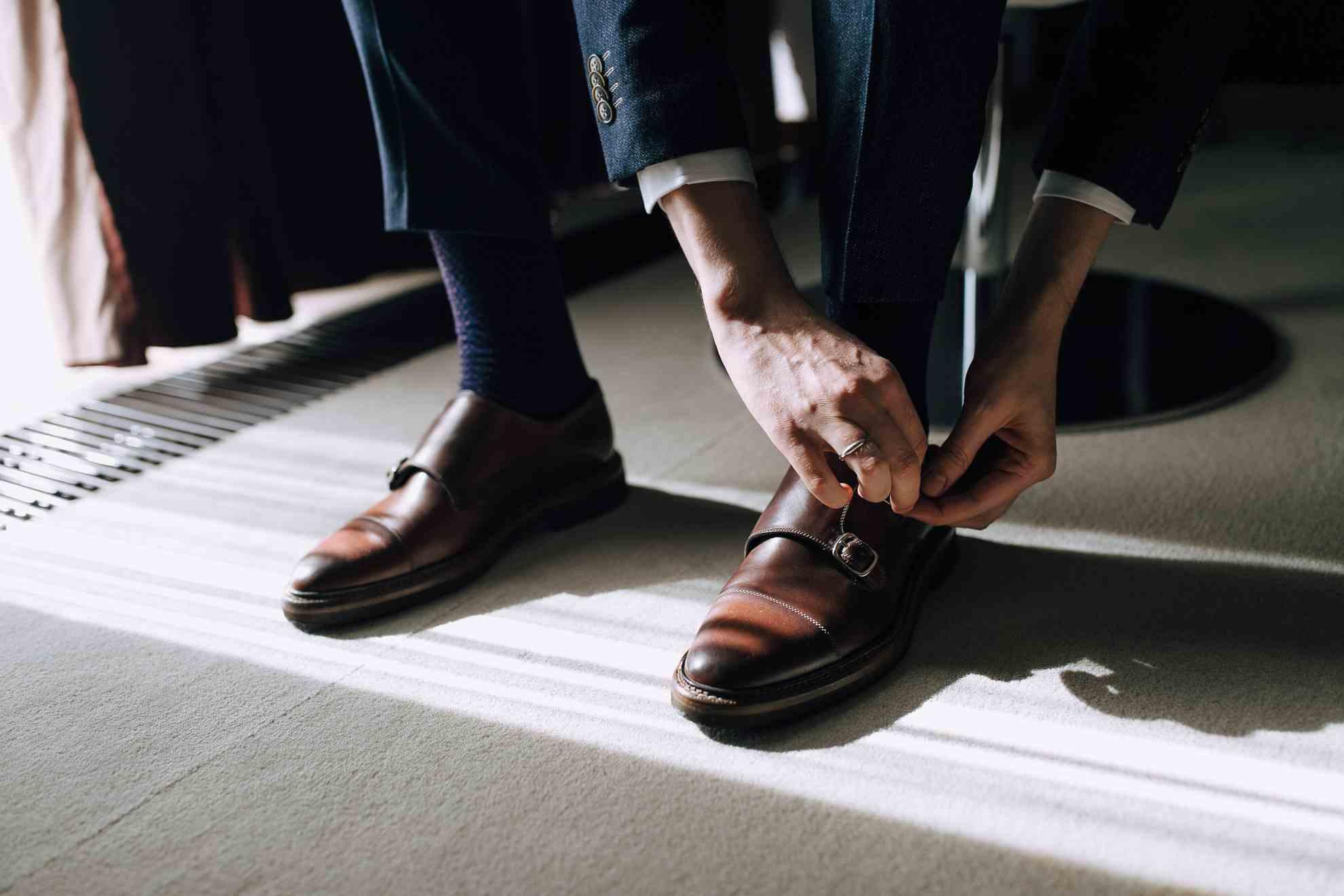 сборы жениха, свадьба, туфли