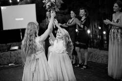 обряд бросания букета на свадьбе