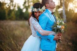 жених и невеста на закате