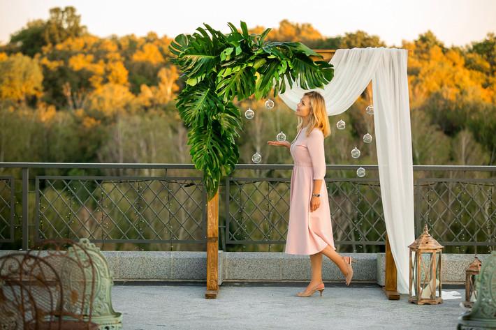 Будет ли свадебный распорядитель в день организованной им свадьбы присутствовать на площадке?