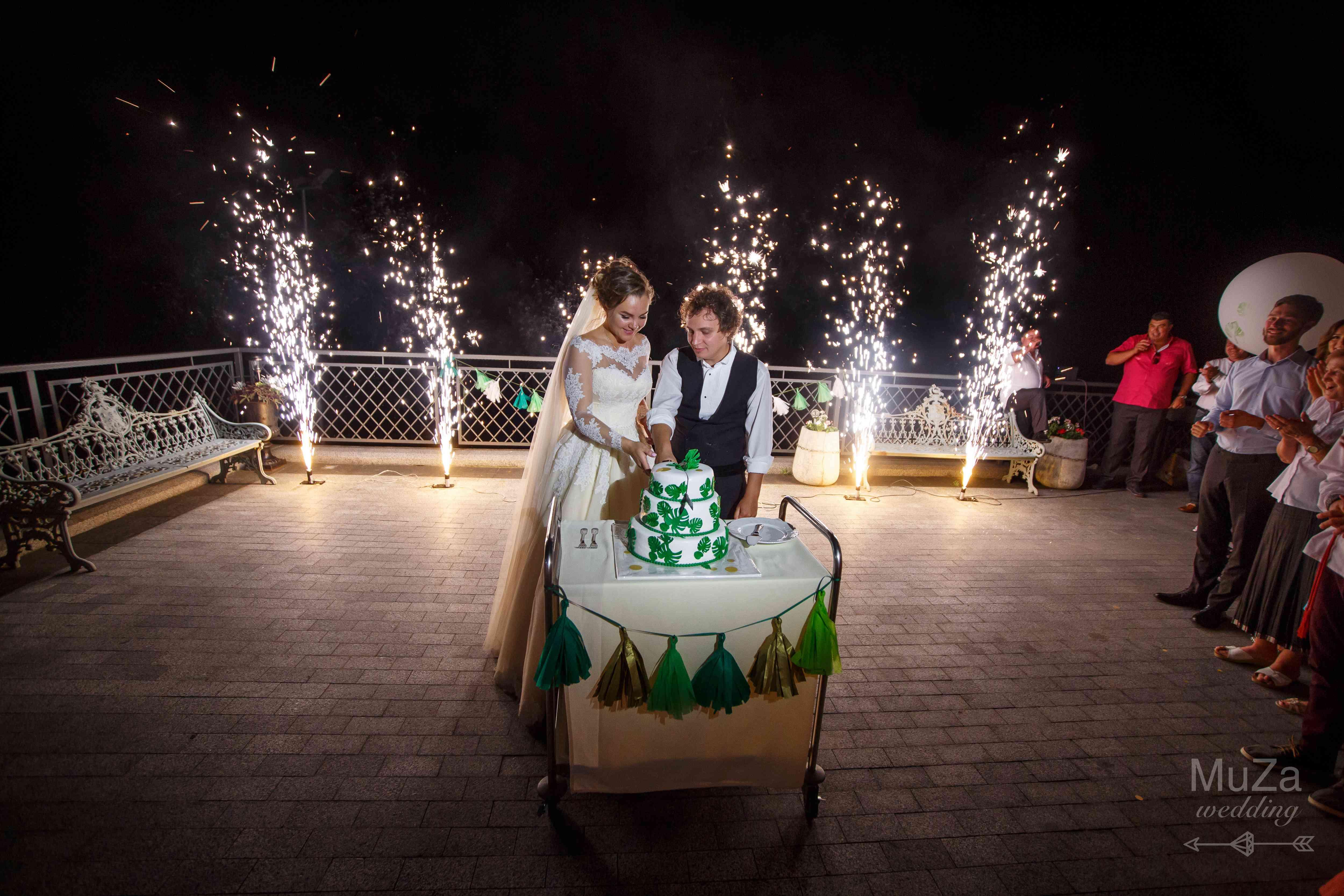обряд разрезания торта на свадьбе