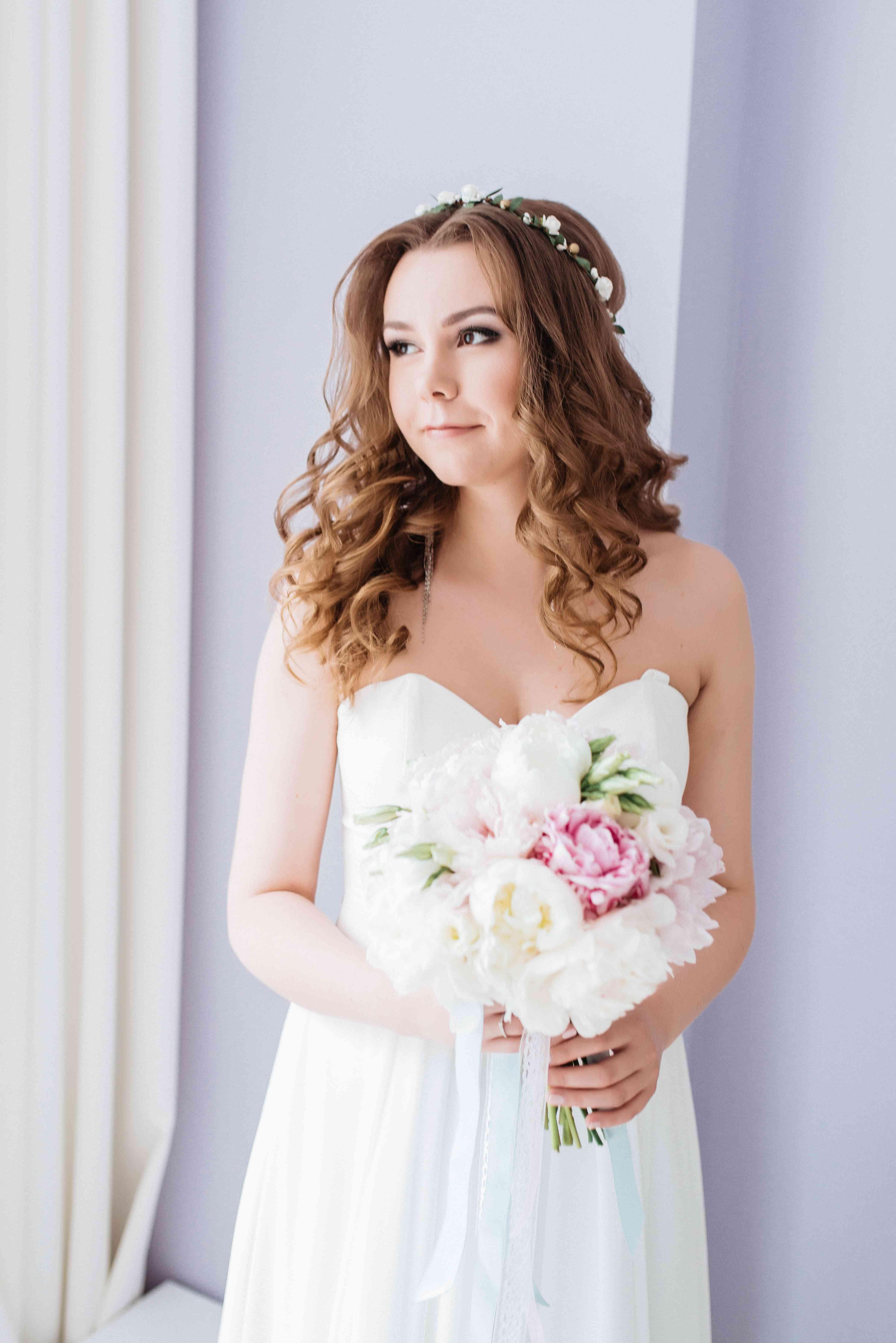 нежный образ невесты, букет, пионы