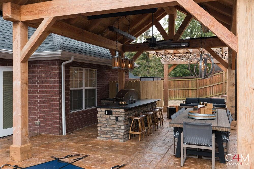 Pergola & Outdoor Kitchen