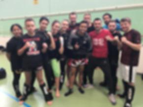 Photo de nos boxeurs en companie de Fabio Pinca & Jompop Kiatphontip