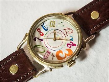 腕時計をハンドメイドしている【ARKRAFT】のアトリエ兼店舗でケース・文字盤・革ベルトなどを手作り!