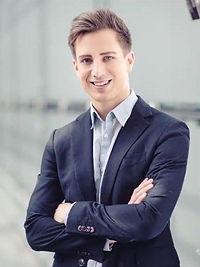 Simon Schütz (Hochkant).jpg