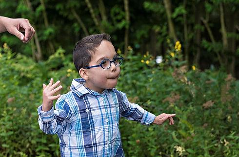 Jonge bewoner van Ter Heide leert lopen