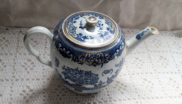 Early Worcester Teapot in the Bat Pattern