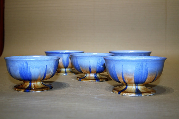 A set of 5 Shelley Harmony Footed Bowls