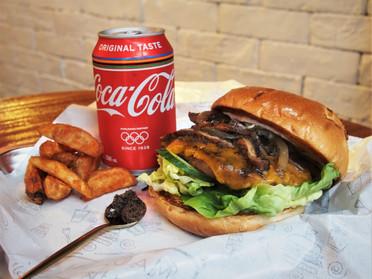 Mega Truffle, Mushroom & Angus Beef Cheeseburger 黑松露野菌安格斯大漢堡