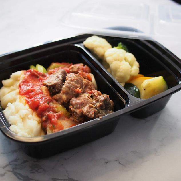 LW10 Red Wine Braised Beef Brisket with Potato Mash & Garden Vegetables