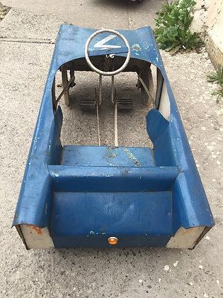 Auto a pedal antiguo latón