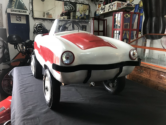Auto a pedal antiguo