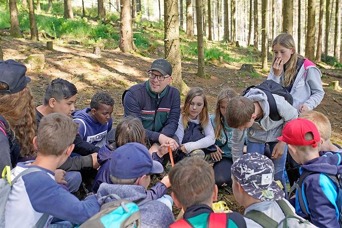 Waldwoche im Jahrgang 6 in Zusammenarbeit mit Hessenforst