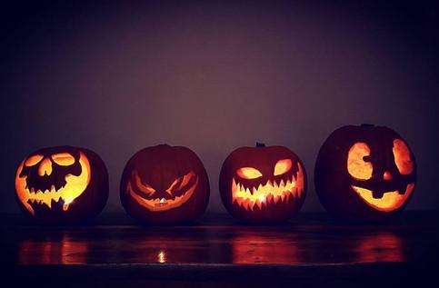 Hosting A Halloween Pumpkin Carving
