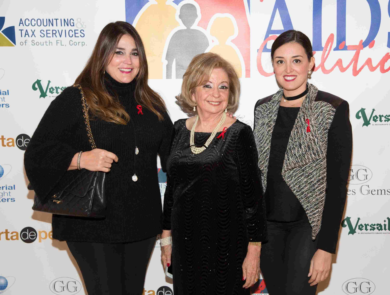 Lourdes Valls, Dra. Isabel Betancourt y Nicole Valls-60