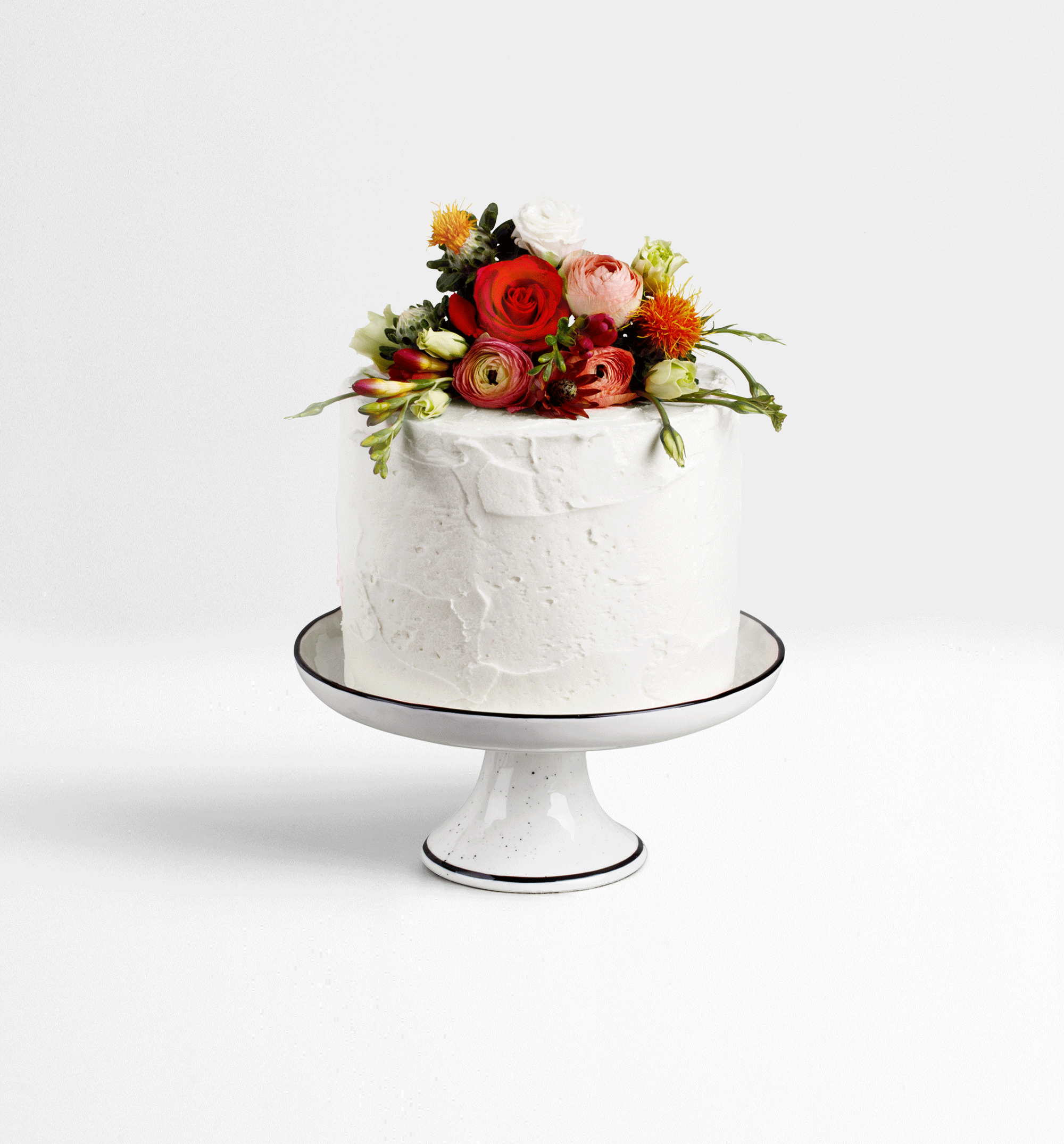 Wedding white cake & red flowers