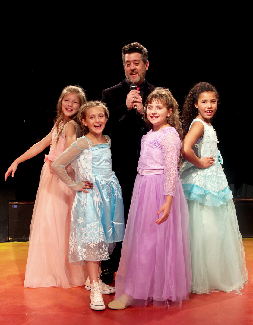 Buddy and the Pageant Girls