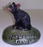 Tasmanian_Devil_on_rock_statue.jpg