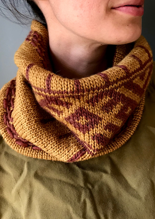 Mokum Cowl knit in Worsted, Garnet and Gold colors.