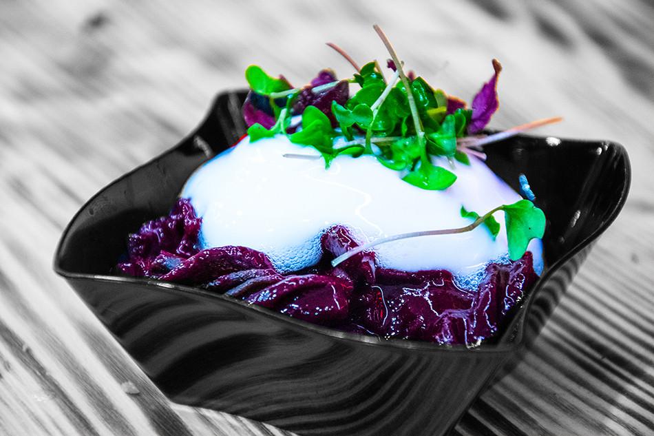 Pasta Piraten Gericht Dessert Schokonudeln mit Vanilleschaum und Kresse