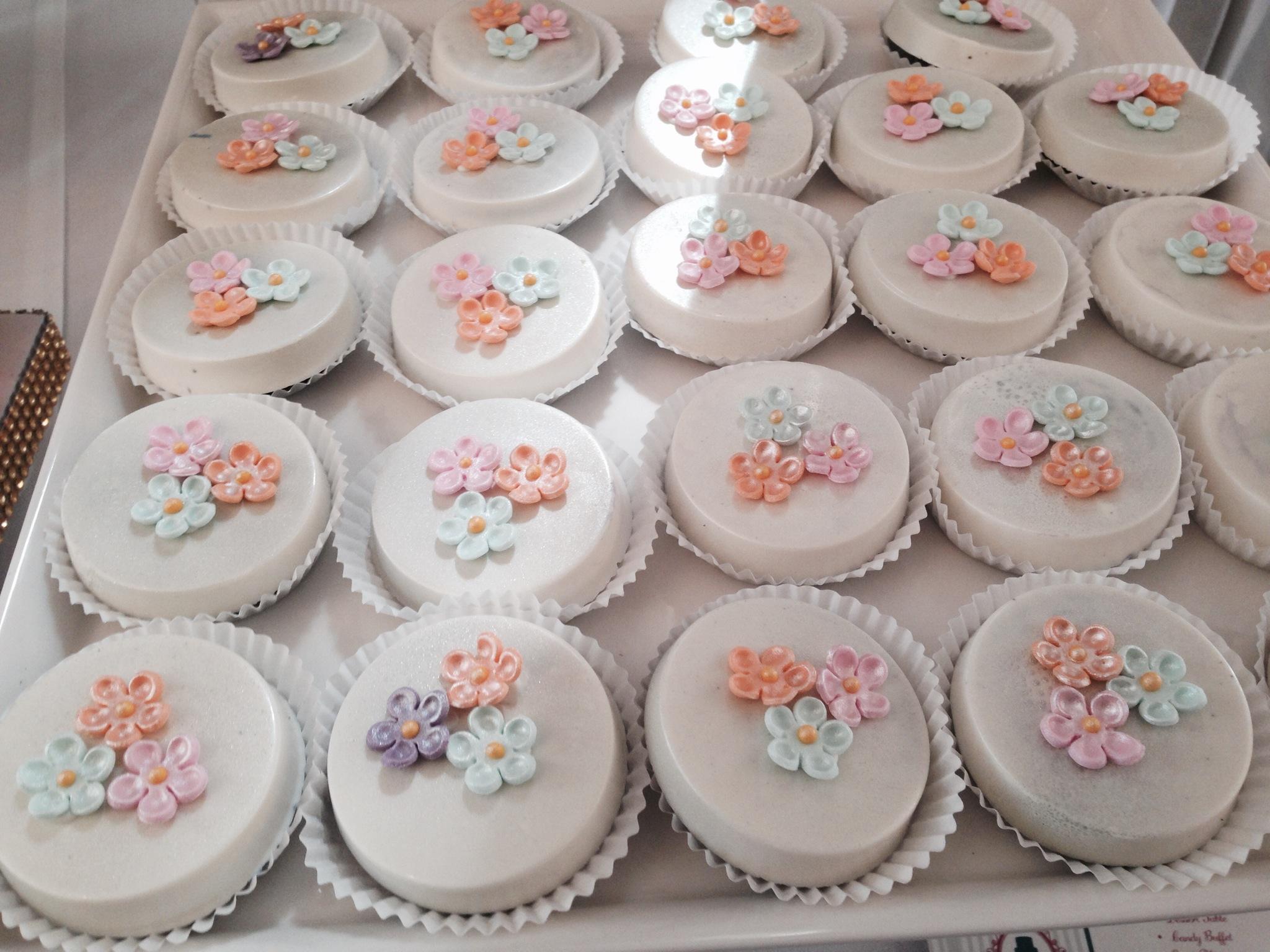 Pastel Flowers Theme Oreos