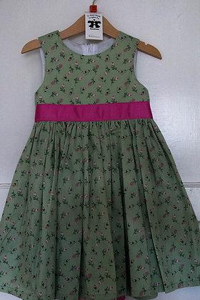 Rosebuds on Green