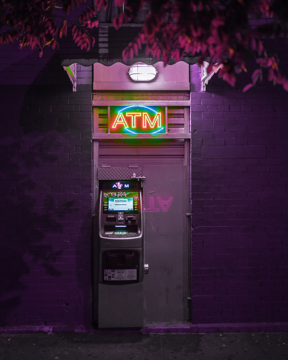 Secluded cash machine and atm