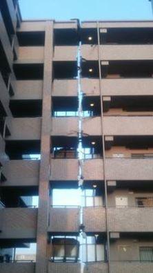 日本の地震でマンションが真っ二つに裂けた本当の理由 The truth of a Japanese apartment split in half;  destruction caused by th