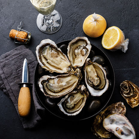 Fresh Oysters with lemon and champagne o
