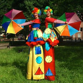 Clumsy-Clowns-On-Stilts-with-Umbrellas-3