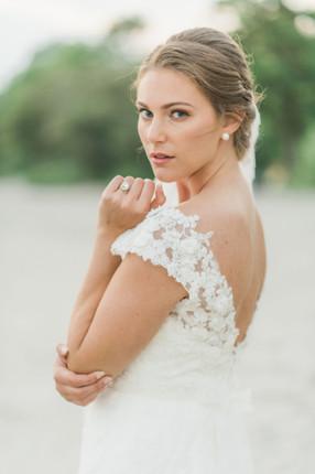 Bröllopfotografering: Klassisk brudmakeup och bruduppsättning