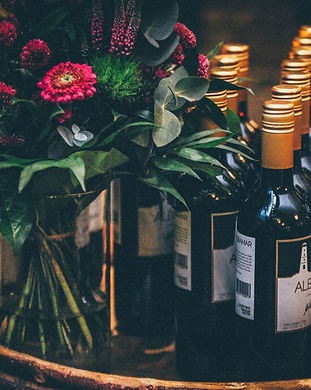 Flower%20bouquet%20and%20wine%20bottles_