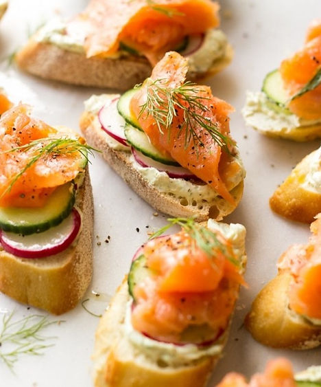 smoked-salmon-herb-cheese-crostini-chowh