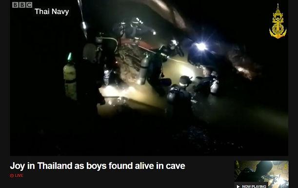 พบแล้ว 13 นักเตะหมูป่า สื่อต่างชาติตีข่าวทั่วโลก!!!