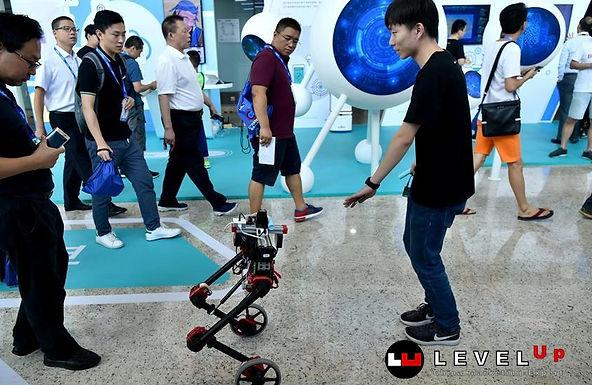 ชมการแสดงผลงานด้าน A.I. และรถหุ่นยนต์อัตโนมัติของจีน