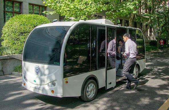 รถบัสแบบไร้คนขับ เริ่มใช้งานในมหาวิทยาลัยเซี่ยงไฮ้