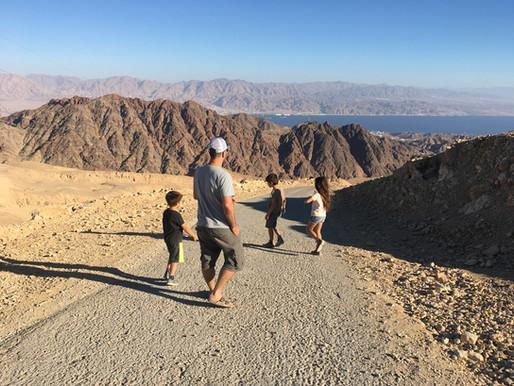פיקניק בתצפית ארבע המדינות בהר יהואש, אחת מנקודות התצפית האהובות ביותר על האילתיים