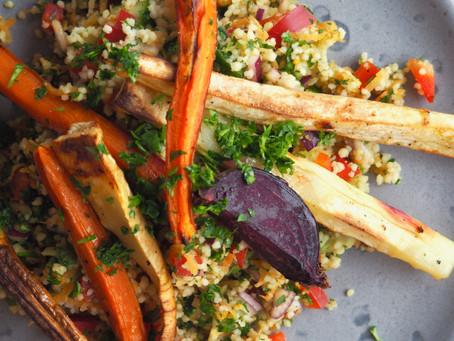 Couscous salat med ovnbagte rodfrugter og tahin dressing