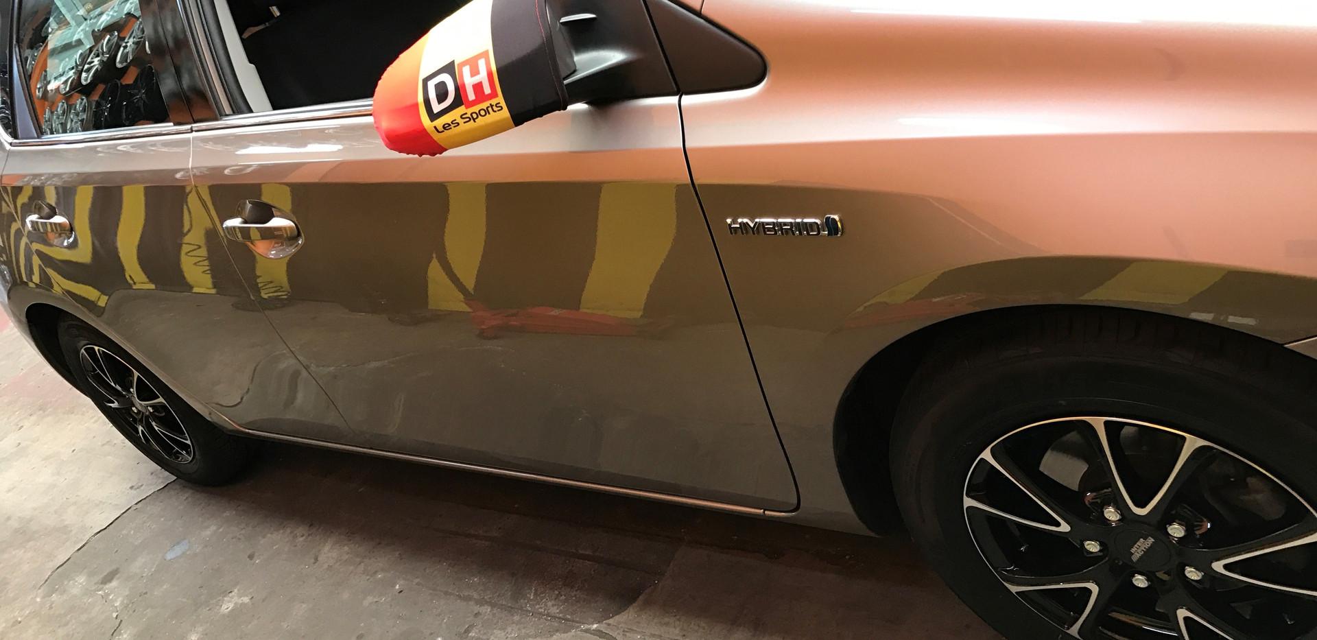 changement pneu voiture hybrid.jpg