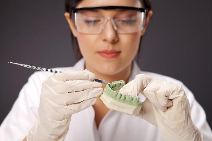 MagEs Zahnersatz Zahntechniker 2.jpg