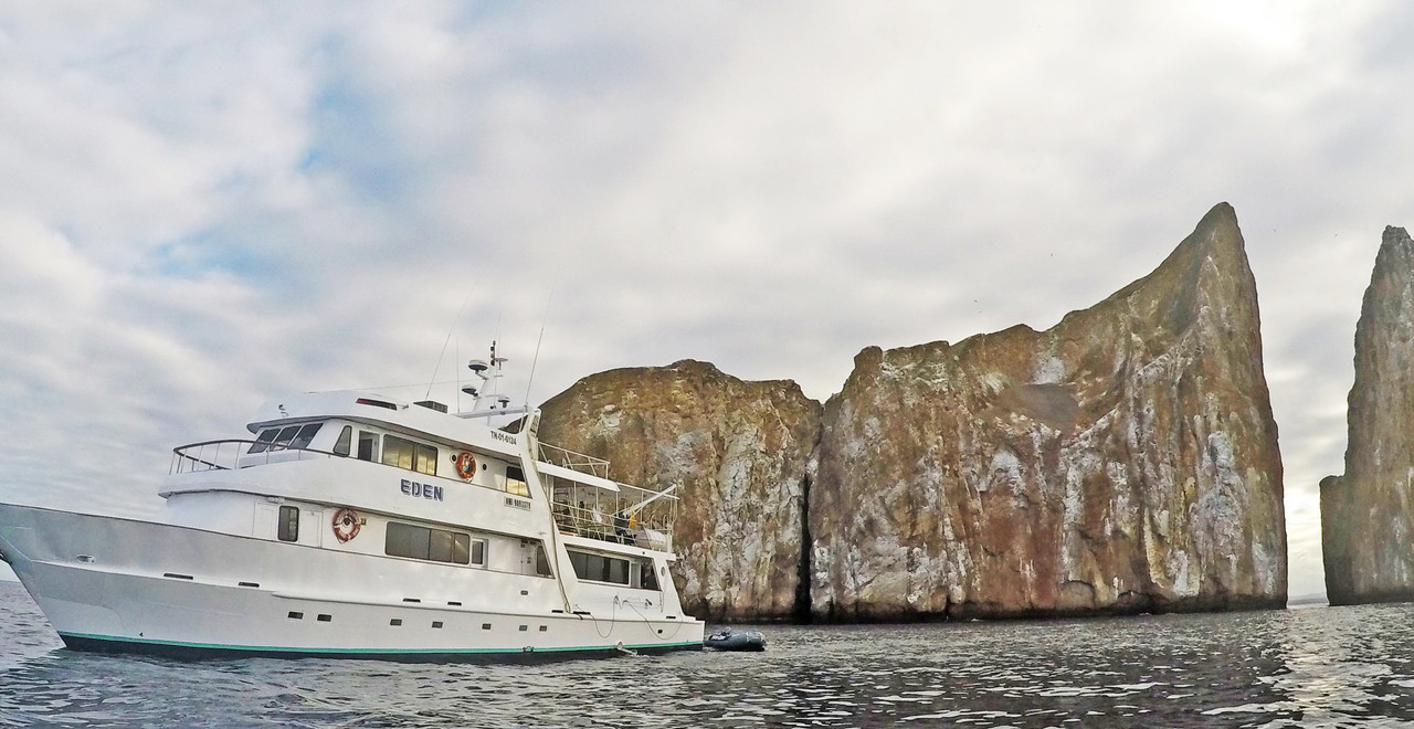 leon dormido Eden Yacht.jpg