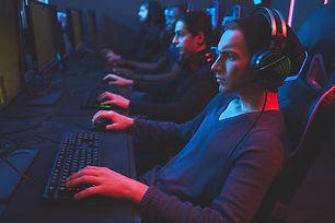 esports-player-concentrated-on-game-ER8FX72.jpg