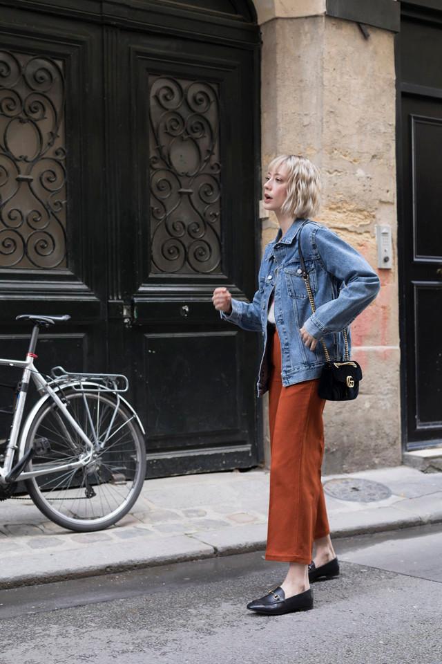 Bloggeuse parisienne portant une tenue Bellerose
