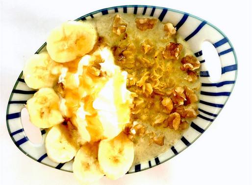 Turmeric oats with walnuts and banana