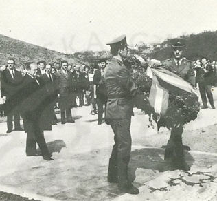 Tito presenting wreath during 1973 cerem