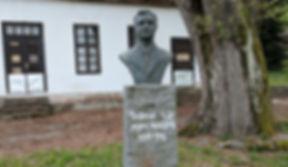 A photo of a sculpture bust of Čedomir Čeda Milosavljević (Чедомир Чеда Милосављевић)
