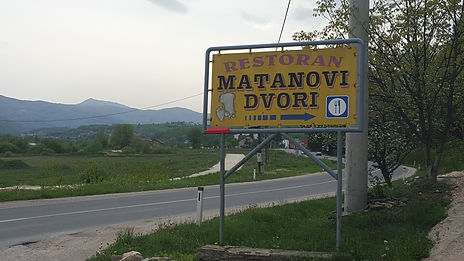 The sign to turn off onto when driving to the spomenik and monument at Novi Travnik.