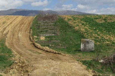 The dirt road that leads up to the monument at the Novi Travnik spomenik complex.